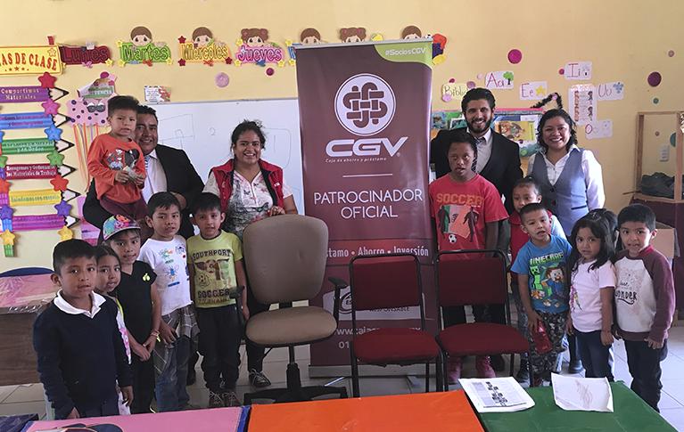 CGV en Apoyo de los Niños Queretanos Dona Mobiliario a Escuelas