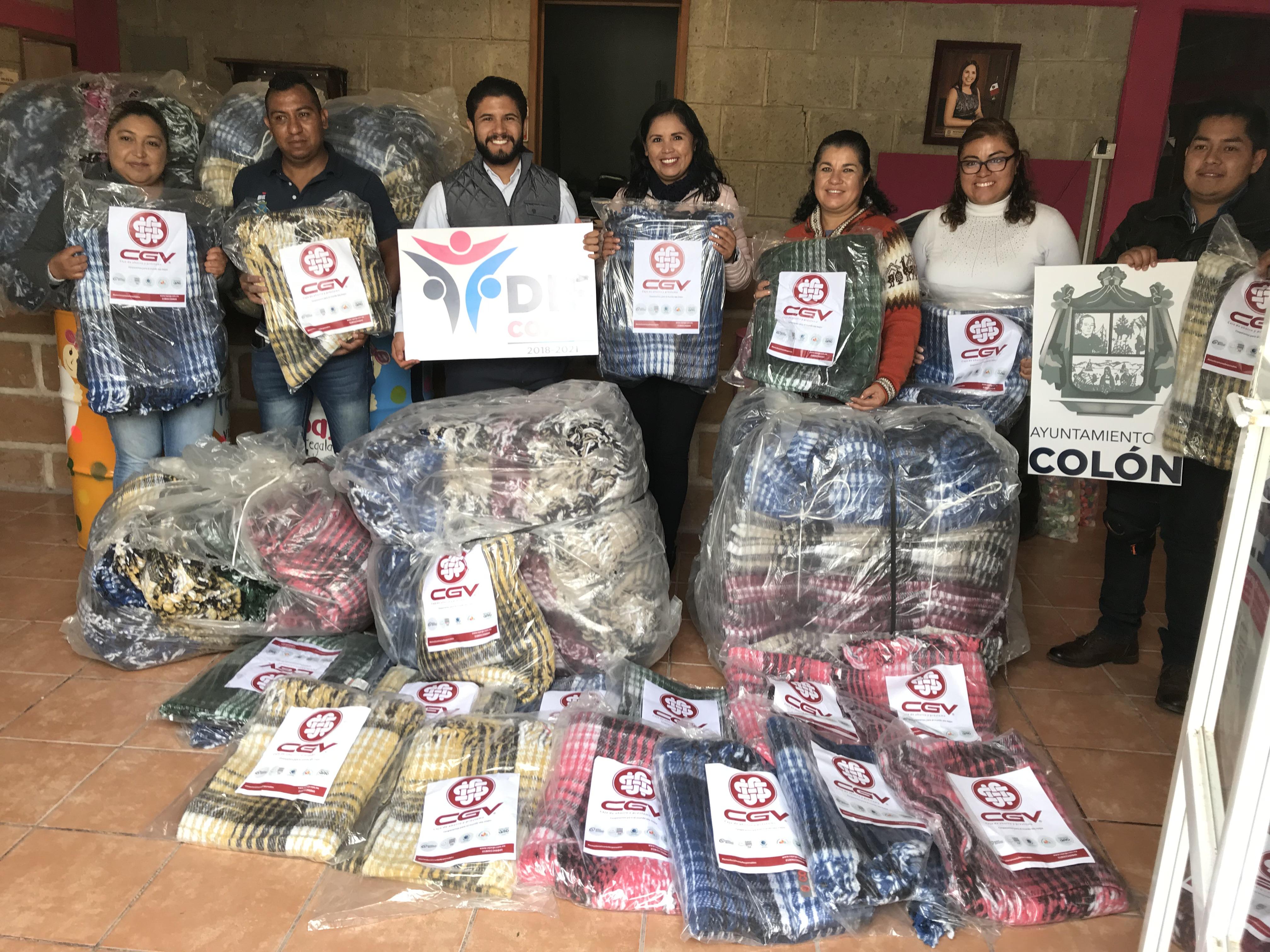 Donación de 150 cobijas al DIF de Colón
